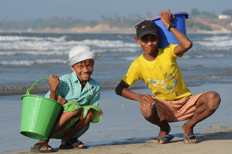 Chaung Tha Beach, Strand, Jungen, Myanmar, Burma, Birma, Golf von Bengalen, Reisebericht, www.wo-der-pfeffer-waechst.de