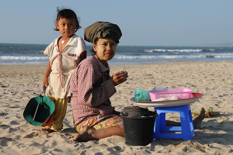 Chaung Tha Beach, Strand, Snacks, Myanmar, Burma, Birma, Golf von Bengalen, Reisebericht, www.wo-der-pfeffer-waechst.de