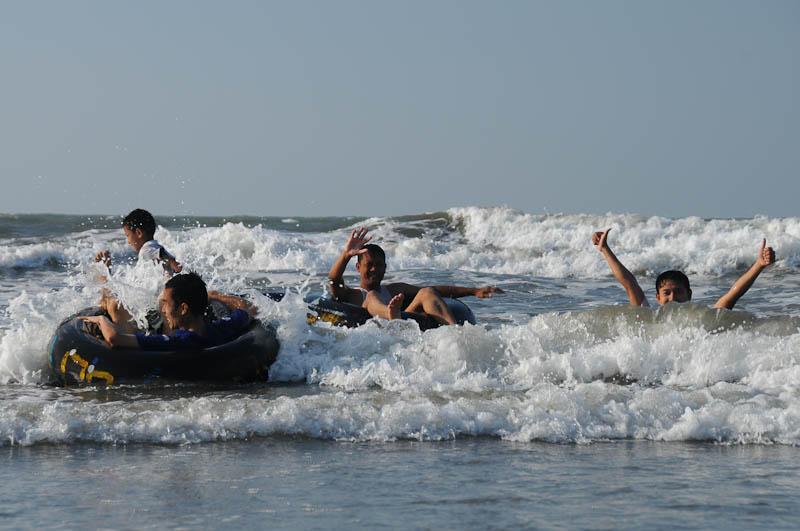 Chaung Tha Beach, Strand, Traktorreifen, Myanmar, Burma, Birma, Golf von Bengalen, Reisebericht, www.wo-der-pfeffer-waechst.de