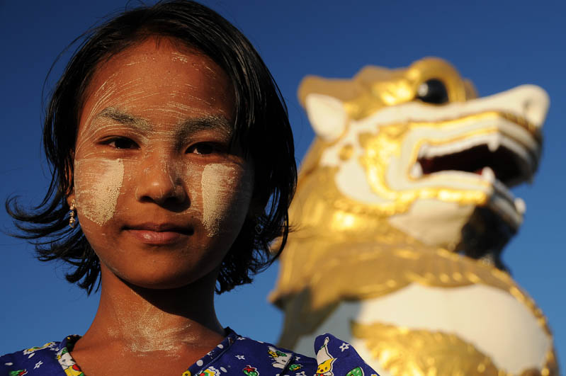 Mädchen, Thanaka-Paste, Golden Rock, Goldener Felsen von Kyaiktiyo, Kyaikhtiyo, Myanmar, Burma, Birma, Pilgerfahrt, Pagode, Pagoda, Tempel, Reisebericht, www.wo-der-peffer-waechst.de