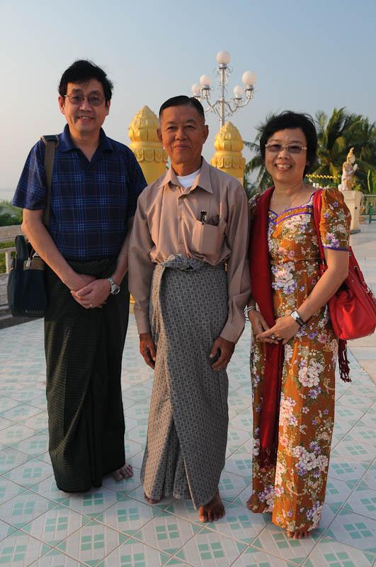Mawlamyine, Moulmein, Kyaik Thanlan-Pagode, Pagoda, Tempel, Besucher, Myanmar, Burma, Birma, Reisebericht, www.wo-der-pfeffer-waechst.de