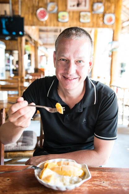 Thailand, Sticky Rice mit Mango, Sticky rice with mango, typisch, thailändisches, Kochen, Rezepte, veganes, vegetarisches, Gerichte, Speisen, Essen, Zutaten, Küche, Süßes, Süßspeise, Snack, Nachtisch, www.wo-der-pfeffer-waechst.de