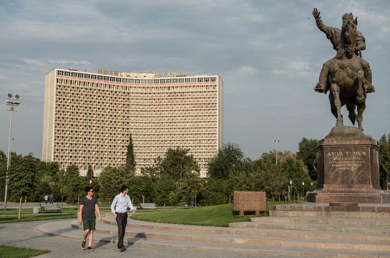 Usbekistan, Taschkent, Tashkent, Amir-Timur-Platz, square, Hotel Uzbekistan, Seidenstraße, silk road, Zentralasien, Reiseberichte, www.wo-der-pfeffer-waechst.de