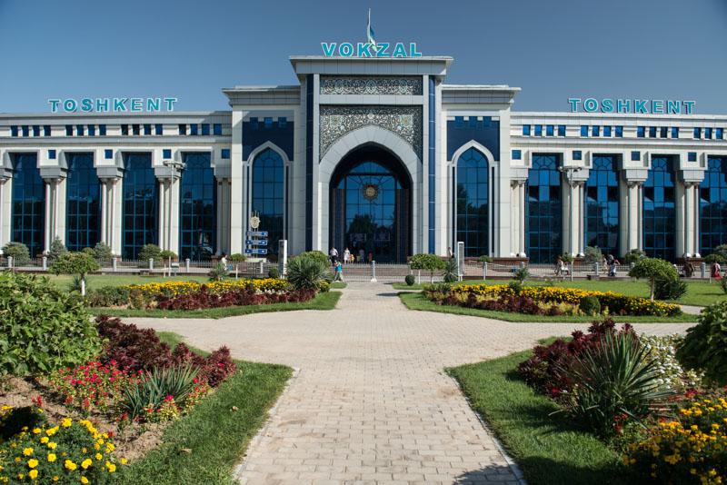 Usbekistan, Uzbekistan, Taschkent, Tashkent, Bahnhof, train station, vokzal, zug, züge, Seidenstraße, silk road, Zentralasien, Reiseberichte, www.wo-der-pfeffer-waechst.de