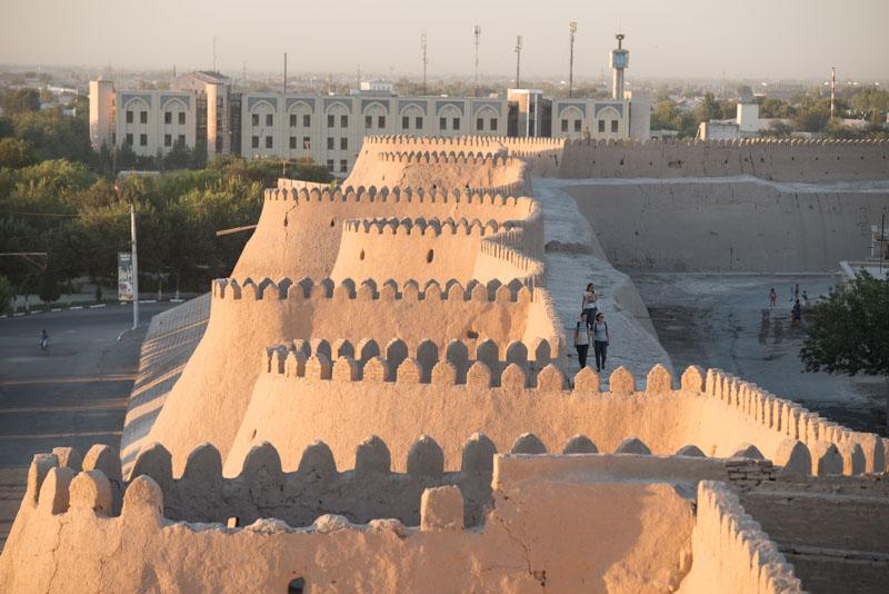 Chiwa, Khiva, Chiva, Xiva, Usbekistan, Uzbekistan, Stadtmauer, Kunya Ark, Festung, Seidenstraße, Reiseberichte, www.wo-der-pfeffer-waechst.de