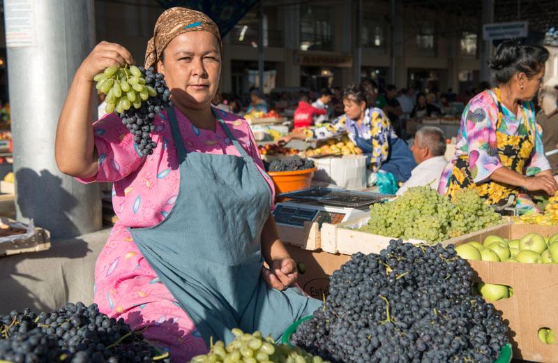 Samarkand, Samarqand, Siyob-Basar, Obst, Weintrauben, Markt, Reisen, entlang der, Seidenstraße, Usbekistan, Zentralasien, Reiseberichte, www.wo-der-pfeffer-waechst.de
