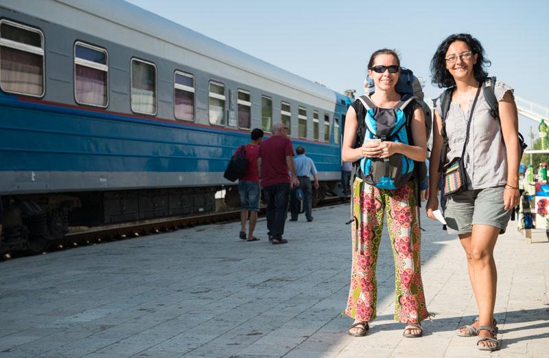 Train station, Zug, Bahnhof, Samarkand, Samarqand, Taschkent, Tashkent, Reisen, entlang der, Seidenstraße, Usbekistan, Zentralasien, Reiseberichte, www.wo-der-pfeffer-waechst.de