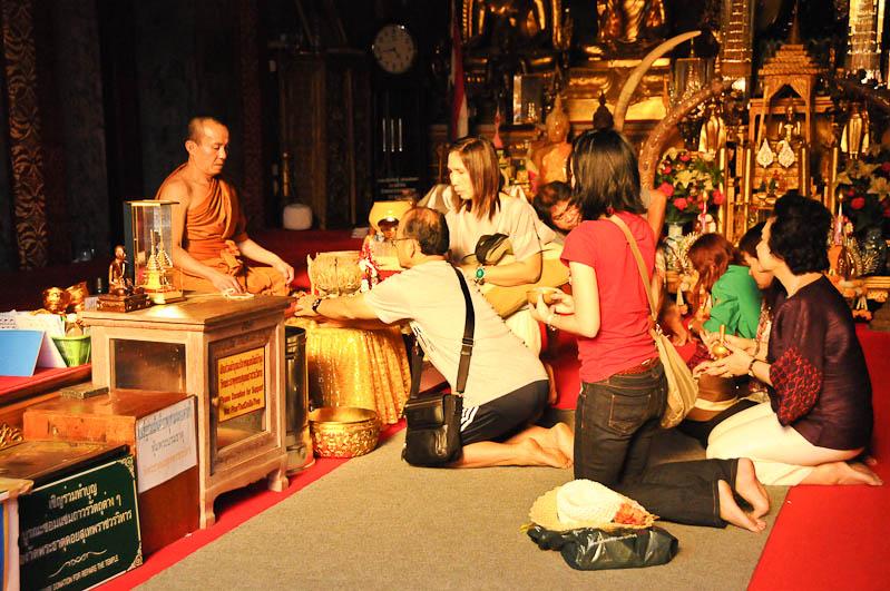 Chiang Mai, Nordthailand, Wat Doi Suthep, buddhistischer Tempel, Mönche, Reisetipps, Reisen mit Kindern, Babys, Kleinkindern, Elternzeit, Asien, Reiseberichte, Reiseblogger, www.wo-der-pfeffer-waechst.de