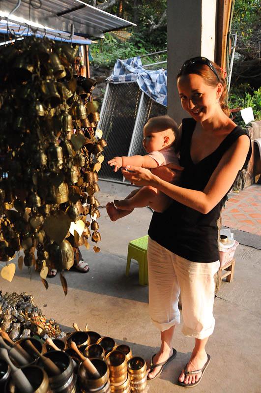 Chiang Mai, Nordthailand, Wat Doi Suthep, buddhistischer Tempel, Glocken, Reisetipps, Reisen mit Kindern, Babys, Kleinkindern, Elternzeit, Asien, Reiseberichte, Reiseblogger, www.wo-der-pfeffer-waechst.de