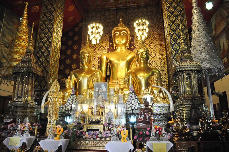 Lamphun, Wat Phra That Haripunchai, Chiang Mai, Nordthailand, Buddhastatue, buddhistischer Tempel, Reisetipps, Reisen mit Kindern, Babys, Kleinkindern, Elternzeit, Asien, Reiseberichte, Reiseblogger, www.wo-der-pfeffer-waechst.de