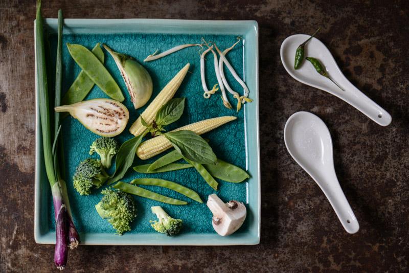 Grünes Thai-Curry mit Tofu und Gemüse, grüne Currypaste, selber machen, Rezepte, Thailand, vegetarisches, veganes, Kochen, Gerichte, Speisen, Essen, Zutaten, Küche, Reise- und Food-Blog, www.wo-der-pfeffer-waechst.de