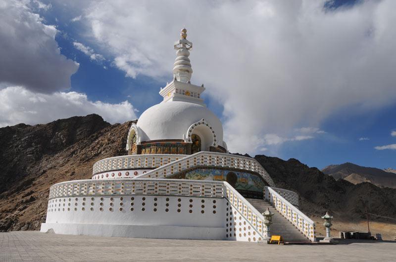 Leh, Shanti-Stupa, Tempel, Ladakh, Indien, indischer Himalaya, Himalaja-Gebirge, Jammu und Kashmir, Reisetipps, Rundreisen, Asien, Reiseberichte, Reiseblogger, www.wo-der-pfeffer-waechst.de