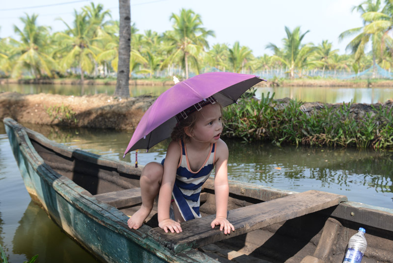 Backwaters-Tour, Kerala, Kanu, Munroe Island, Monroe Island, Kollam, Südindien, Kuttanad, Reisetipps, Reisen mit Kindern, Rundreisen, Asien, Reiseberichte, Reiseblogger, www.wo-der-pfeffer-waechst.de