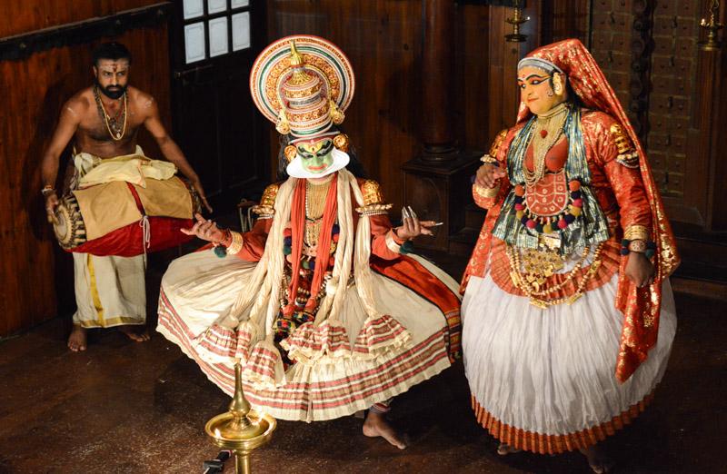 Kerala Kathakali Centre, Fort Kochi, Cochin, Südindien, Kerala, Theater, theatre, traditional dance, music, Musik, Tanz, Reisetipps, Reisen mit Kindern, Rundreisen, Südasien, Reiseberichte, Reiseblogger, www.wo-der-pfeffer-waechst.de