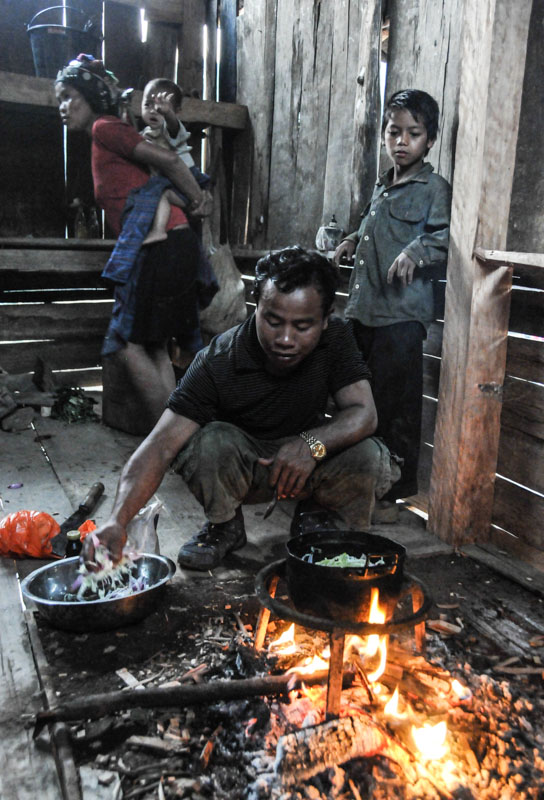 Laos, Nordlaos, Vieng Phouka, Vieng Phoukha, Trekkingtour, Bergvölker, Hill Tribes, Akha Trail, Akha, Stammesdorf, Bergdorf, village, Kochen, cooking, Feuerstelle, wandern, Reisetipps, Rundreisen, Asien, Reiseberichte, Reiseblogger, www.wo-der-pfeffer-waechst.de