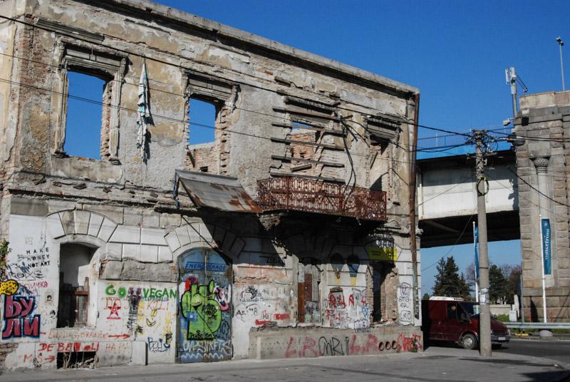Reise nach Belgrad, Serbien, Städtetrip, Urlaub, Stadtviertel, Savamala, Graffiti, Ruine, baufällige Häuser, Balkan, Südosteuropa, Reiseberichte, Blog, www.wo-der-pfeffer-waechst.de