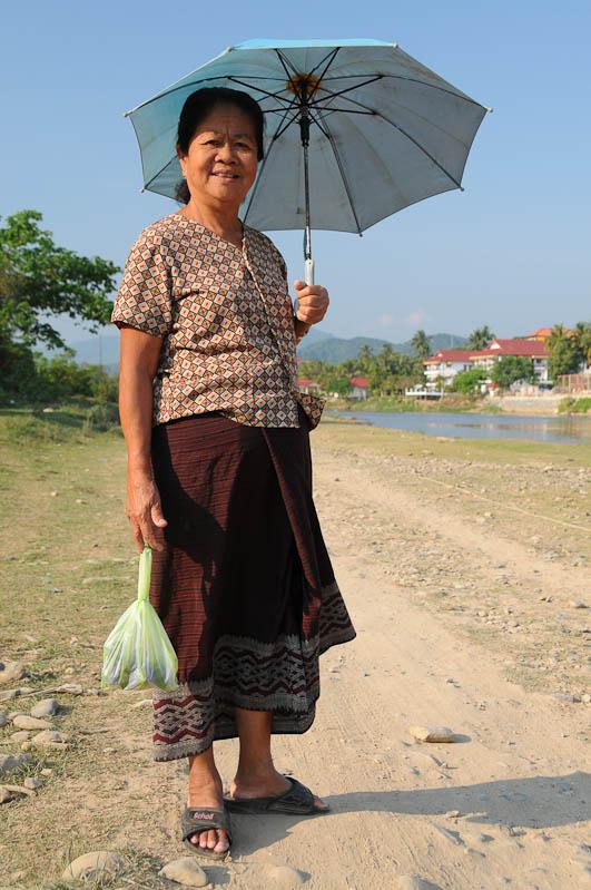 Laoten, Frau, Vang Vieng, Laos, Nordlaos, Reisetipps, Rundreisen, Asien, Reiseberichte, Reiseblogger, www.wo-der-pfeffer-waechst.de