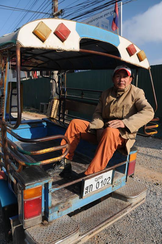 Songtheo, Songthaew, Stadtverkehr, Transport, Ebene der Tonkrüge, Plain of Jars, Laos, Nordlaos, Phonsavan, Xieng Khouang, Zweiter Indochinakrieg, Geheimer Krieg, Bomben entschäfen, Reisetipps, Rundreisen, Asien, Reiseberichte, Reiseblogger, www.wo-der-pfeffer-waechst.de