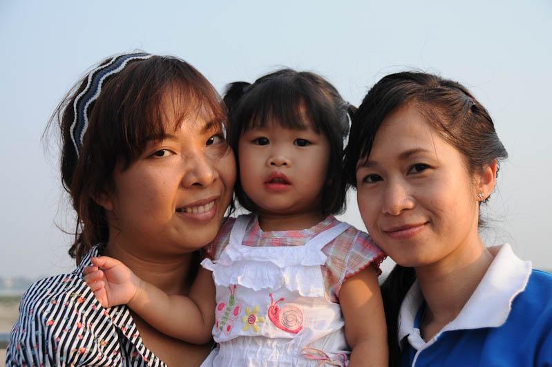 Vientiane, Laos, Hauptstadt, laotische Familie, Laotinnen, laotische Frauen mit Kind, Reisetipps, Rundreisen, Asien, Reiseberichte, Reiseblogger, www.wo-der-pfeffer-waechst.de