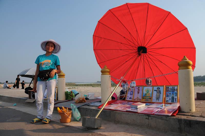 Vientiane, Laos, Hauptstadt, Verkäuferin, Reisetipps, Rundreisen, Asien, Reiseberichte, Reiseblogger, www.wo-der-pfeffer-waechst.de