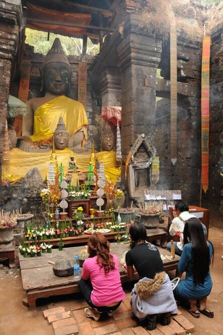 Wat Phou, Champasak, Vat Phou, Südlaos, Southern, Laos, Süden, Khmer-Tempel, UNESCO-Weltkulturerbe, Buddha, beten, Pakse, Pakxe, Reiseziele, Mekong, Reisebericht, Reisetipps, Rundreisen, Südostasien, Reiseblogger, www.wo-der-pfeffer-waechst.de