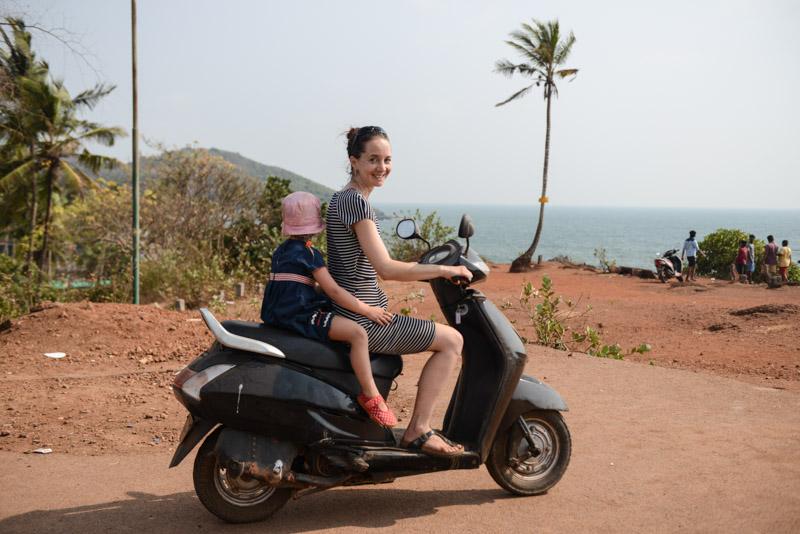 Goa mit Kindern, Scooter, Motorroller, Motorrad, ausleihen, Beach-Hopping, Goa Beach Guide, die schönsten Strände von Norden nach Süden, Strand, best beaches, Nordgoa, Südgoa, Indien, India, Beach-Hopping, Reisen mit Kindern, Indien mit Kindern, Südasien, Bilder, Fotos, Reiseberichte, www.wo-der-pfeffer-waechst.de