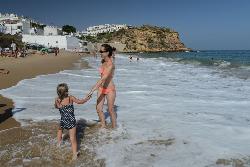Praia de Burgau, Algarve, Portugal, Strand, schönste Strände, best beaches, Felsalgarve, Lagos, Beach-Hopping, Reisen mit Kindern, Südeuropa, Bilder, Fotos, Reiseberichte, Sommerurlaub, www.wo-der-pfeffer-waechst.de