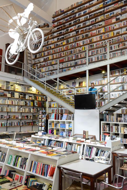 LX Factory, Buchladen, book store, Lissabon, Lisboa, Portugal, Städtetrip, Reisen mit Kindern, Sehenswürdigkeiten, Südeuropa, Bilder, Fotos, Reiseberichte, Sommerurlaub, www.wo-der-pfeffer-waechst.de