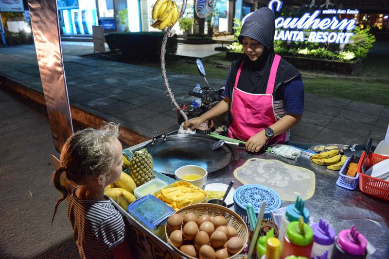 Koh Lanta, Beach Guide, Thailand, streetfood, Thai-Pancake, schöne Strände, Ausflüge, Schnorcheltouren, Reisetipps, Reisen mit Kindern, Babys, Kleinkindern, Elternzeit, Inselhüpfen, Andamanensee, Südthailand, Klong Dao Beach, Asien, Reiseberichte, Reiseblogger, www.wo-der-pfeffer-waechst.de