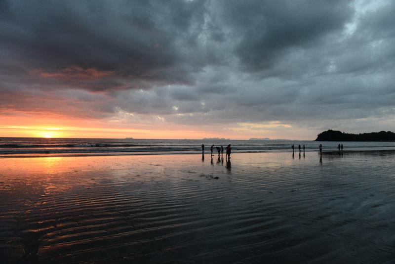 Klong Dao Beach, Koh Lanta, Sonnenuntergang, sunset, Beach Guide, Thailand, schöne Strände, Ausflüge, Schnorcheltouren, Reisetipps, Reisen mit Kindern, Babys, Kleinkindern, Elternzeit, Inselhüpfen, Andamanensee, Südthailand, Asien, Reiseberichte, Reiseblogger, www.wo-der-pfeffer-waechst.de