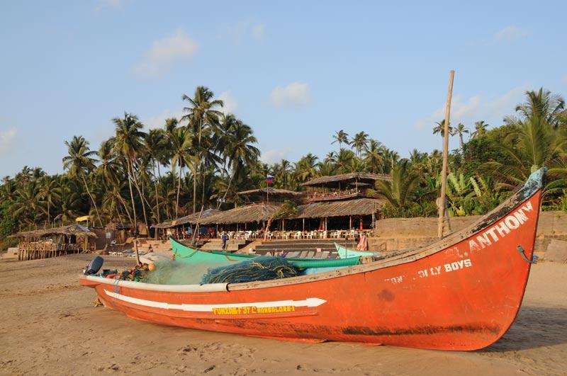Anjuna Beach, Goa, Strand, Strände, Fischerboot, Indien, India, Reiseberichte, Südasien, Bilder, Fotos, www.wo-der-pfeffer-waechst.de