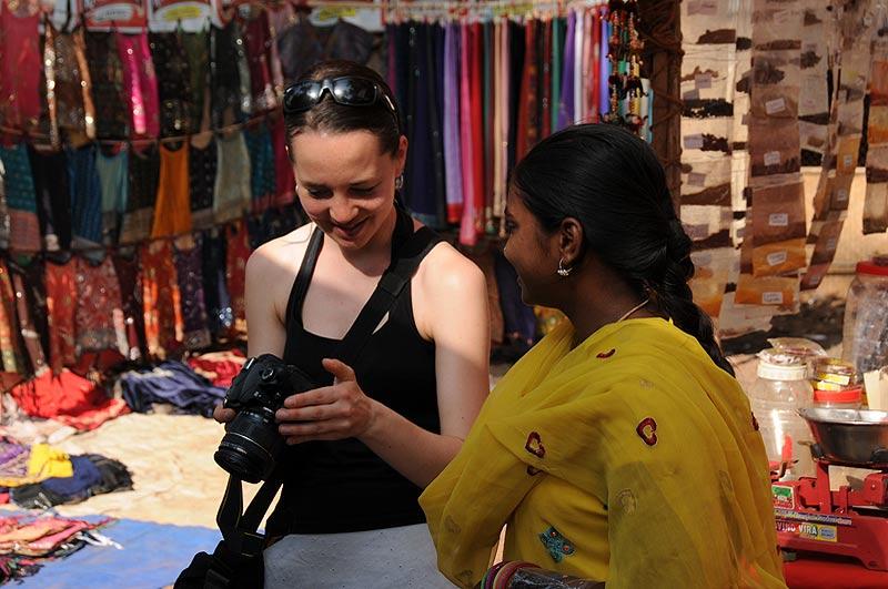 Anjuna-Flohmarkt, fleamarket, nette Begegnungen, Anjuna Beach, Goa, Strand, Strände, Indien, India, Reiseberichte, Südasien, Bilder, Fotos, www.wo-der-pfeffer-waechst.de