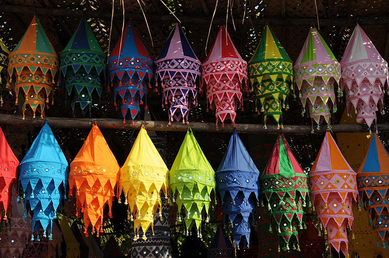 Anjuna-Flohmarkt, fleamarket, Lampen, lamps, Anjuna Beach, Goa, Strand, Strände, Indien, India, Reiseberichte, Südasien, Bilder, Fotos, www.wo-der-pfeffer-waechst.de