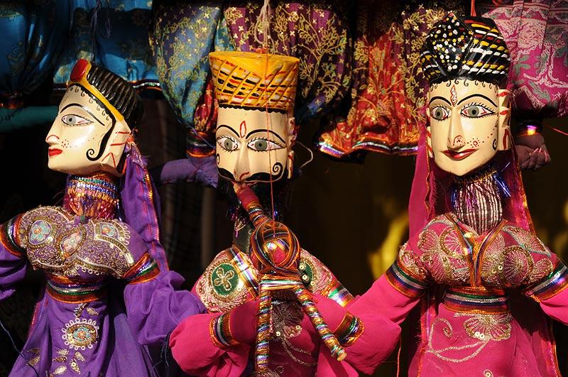 Anjuna-Flohmarkt, fleamarket, Marionetten, Puppen, puppets, Anjuna Beach, Goa, Strand, Strände, Indien, India, Reiseberichte, Südasien, Bilder, Fotos, www.wo-der-pfeffer-waechst.de