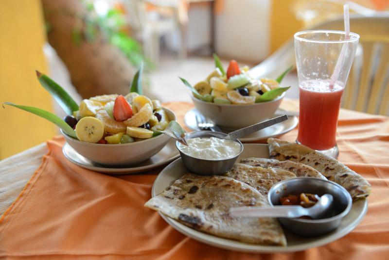 Indian breakfast, indisches Frühstück, Anjuna Beach, Goa, Strand, Strände, Indien, India, Reiseberichte, Südasien, Bilder, Fotos, www.wo-der-pfeffer-waechst.de