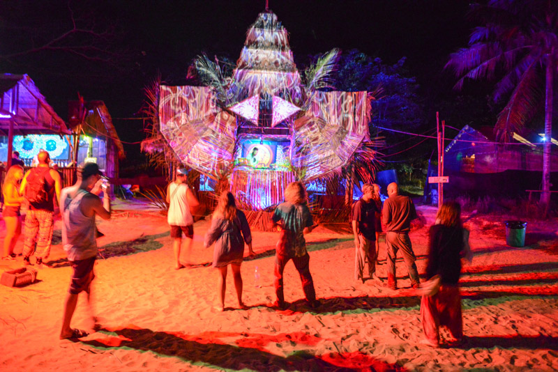 Koh Rong Police Beach Party, Insel, Kambodscha, Strand, DJ, Cambodia, Südostasien, Bilder, Fotos, Reiseberichte, www.wo-der-pfeffer-waechst.de