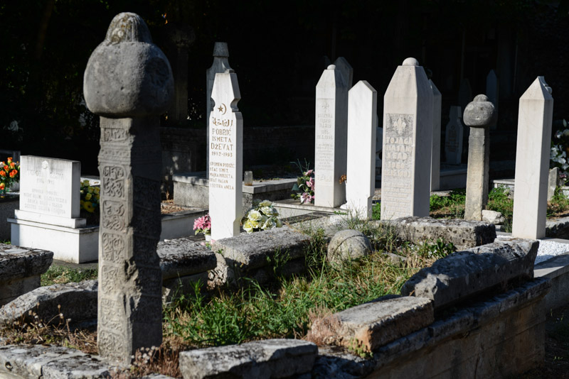 Mostar, Altstadt, Friedhof, Gräber, Bosnienkrieg, Reisebericht, Bosnien-Herzegowina, Rundreise, Sehenswürdigkeiten, Ausflüge, Reisetipps, Balkan, Bilder, Fotos www.wo-der-pfeffer-waechst.de