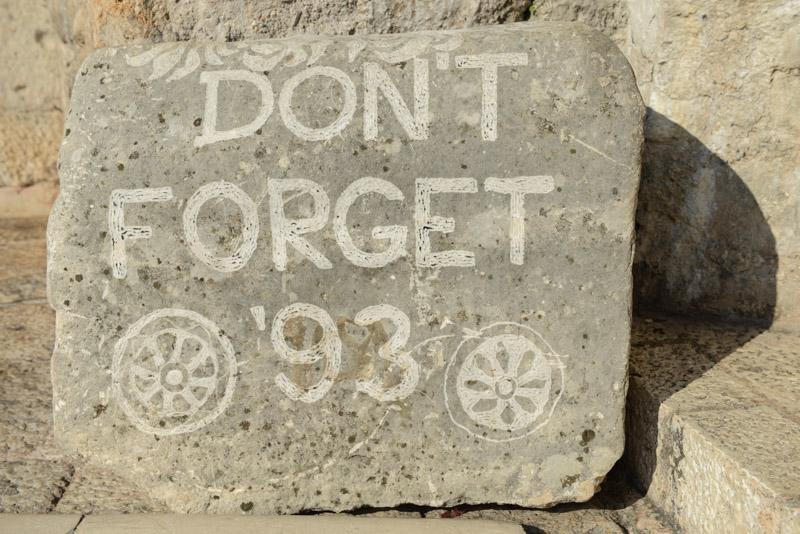 Mostar, Altstadt, Mahntafel, Stari Most, Alte Brücke, Don´t forget ´93, Bosnienkrieg, Reisebericht, Bosnien-Herzegowina, www.wo-der-pfeffer-waechst.de