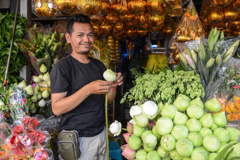 Blumenverkäufer, Phsa Chas, Phnom Penh, Alter Markt, old market, flowers, Reisebericht, Kambodscha, Hauptstadt, Cambodia, Reisetipps, Sehenswürdigkeiten, Südostasien, Bilder, Foto: Heiko Meyer, www.wo-der-pfeffer-waechst.de