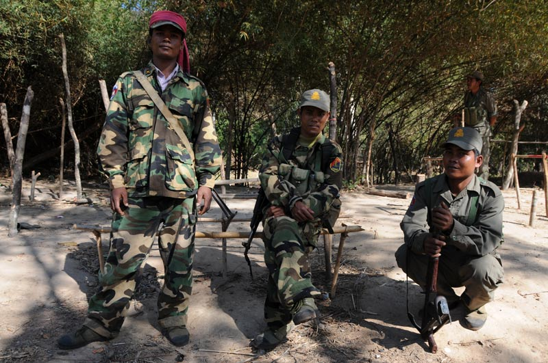 Bewaffnete Soldaten, Militär, Kambodscha, Khmer-Tempel, Preah Vihear, Motorradtour, Cambodia, Reisetipps, Südostasien, Bilder, Foto: Heiko Meyer, www.wo-der-pfeffer-waechst.de