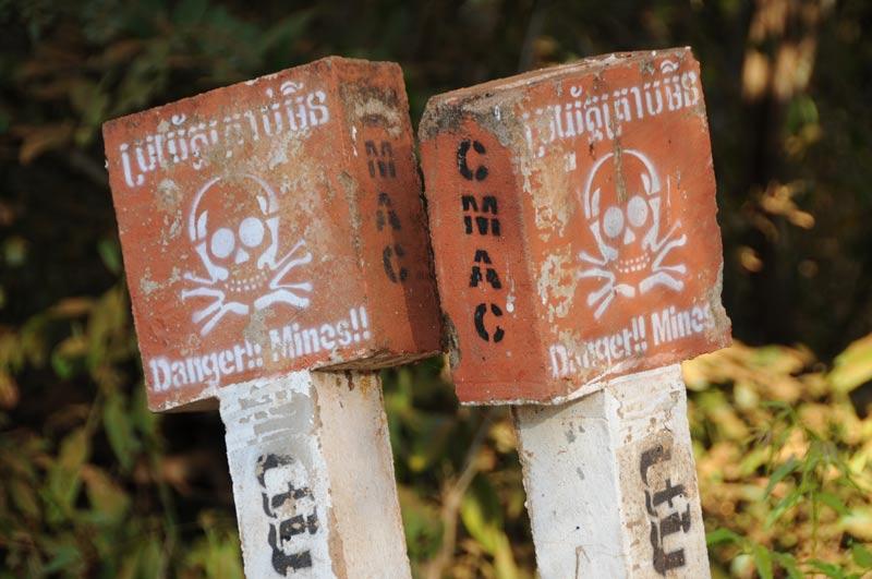 Danger mines, CMAC, Minenfeld, Warnschilder, minefield, Koh Ker, Kambodscha, Reisebericht, Cambodia, Reisetipps, Backpacking, Südostasien, Bilder, Foto: Heiko Meyer, www.wo-der-pfeffer-waechst.de