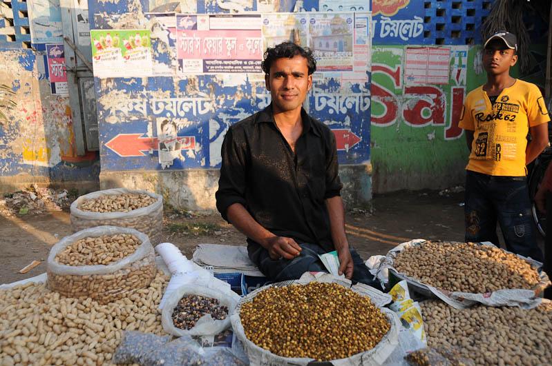 Chittagong, Markt, Erdnüsse, peanuts, Bangladesch, Reiseberichte, Foto: Heiko Meyer, www.wo-der-pfeffer-waechst.de