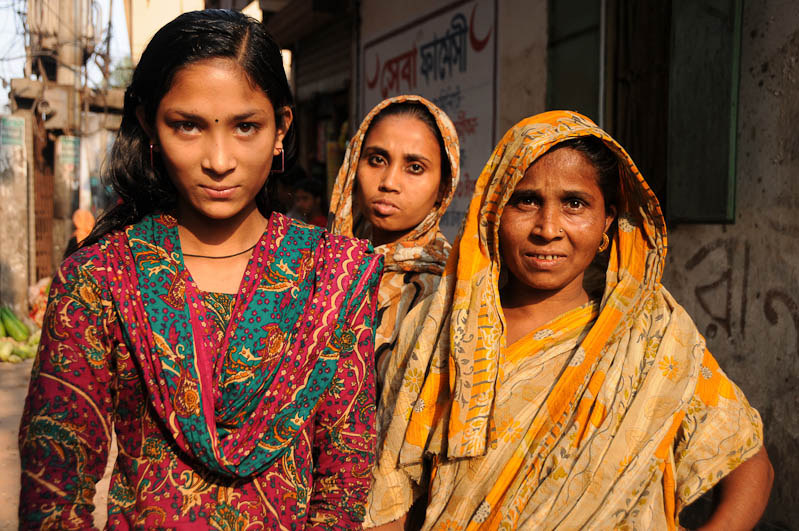 Frauen, South Dhaka, Bangladesch, Reiseberichte, Foto: Heiko Meyer, www.wo-der-pfeffer-waechst.de