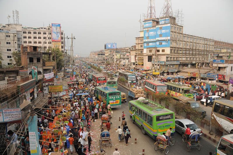Straßenszene, Verkehr, Dhaka, Bangladesch, Bus, Reiseberichte, Foto: Heiko Meyer, www.wo-der-pfeffer-waechst.de