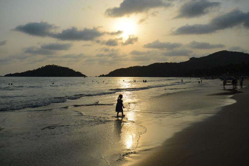 Sonnenuntergang, sunset, Palolem Beach, Goa, Strände, Strand, Südgoa, Boote, Indien, India, Südasien, Bilder, Fotos, Reisen mit Kindern, Reiseberichte, Foto: Heiko Meyer, www.wo-der-pfeffer-waechst.de