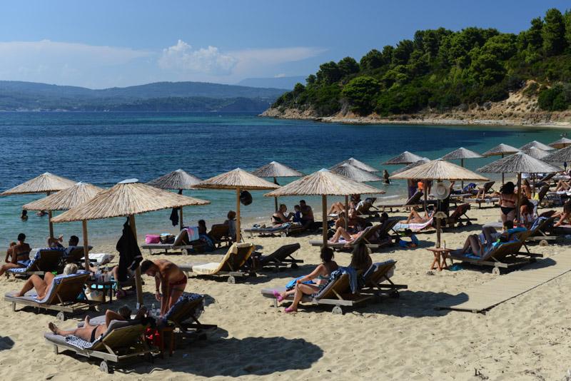 Agia Eleni Beach, Skiathos, Griechenland, Strand, Strände, Sonnenschirme, Corona, Reisebericht, Foto: Heiko Meyer, www.wo-der-pfeffer-waechst.de