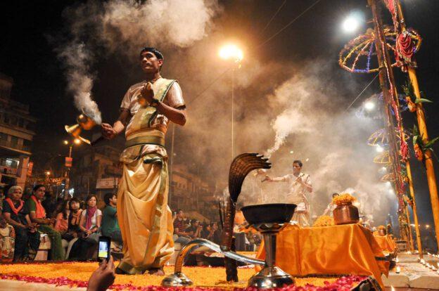 Varanasi, Indien, Reisebericht, Tod am Ganges, Ganga Aarti, Zeremonie, Hindu, Ritual, Dashashwamedh-Ghat, Südasien, Nordindien, Bilder, Foto: Heiko Meyer, www.wo-der-pfeffer-waechst.de