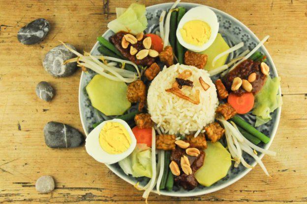 Gado-Gado, Rezept, Indonesien, Indonesisches, Kochen, Gerichte, Klassiker, vegetarisches, Essen, Speisen, Küche, Zutaten, www.wo-der-pfeffer-waechst.de